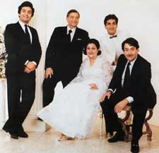 Raj Kapoor with his wife Krishna and sons Rishi, Rajeev, Ranadhir