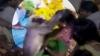 ವೈರಲ್ ವಿಡಿಯೋ: ಅಳುತ್ತಿದ್ದ ಮಹಿಳೆಯ ಸಂತೈಸೋಕೆ ಸಾಕ್ಷಾತ್ ಹನುಮನೇ ಬಂದ!
