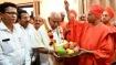 ಸಿದ್ದಗಂಗಾ ಮಠದಿಂದ ನೆರೆ ಸಂತ್ರಸ್ತರಿಗೆ 50 ಲಕ್ಷ ಪರಿಹಾರ; ಸಿಎಂಗೆ ಚೆಕ್ ಹಸ್ತಾಂತರ