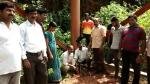 ಟವರ್ ಗೆ ಬಳ್ಳಿ ಸುತ್ತಿ ಬಿಎಸ್ ಎನ್ ಎಲ್ ವಿರುದ್ಧ ಗ್ರಾಮಸ್ಥರ ಪ್ರತಿಭಟನೆ