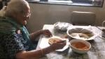 ಮುಂಬೈ ವಲಸೆ ಕಾರ್ಮಿಕರಿಗೆ ಆಹಾರ ತಯಾರು ಮಾಡಿದ 99ರ ಅಜ್ಜಿ