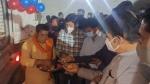 ಫೋಟೊ, ಪೂಜೆಗಾಗಿ 2 ಗಂಟೆ ಆಕ್ಸಿಜನ್ ಟ್ಯಾಂಕರ್ ತಡೆಹಿಡಿದ ರಾಜಕೀಯ ಮುಖಂಡರು!
