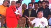 ವಾಲ್ಮೀಕಿ ಜಾತ್ರೆ: ಪ್ರಸನ್ನಾನಂದಪುರಿ ಸ್ವಾಮೀಜಿ, ಸಿಎಂ ನಡುವೆ ಮಾತಿನ ಚಕಮಕಿ