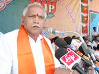 Yeddyurappa should have controlled his anger after chappal incident
