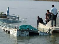Boat overturns in Godavari 10 people dead