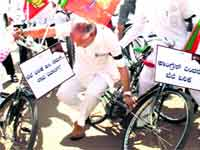 Yeddyurappa's bicycle crash