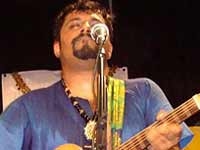 Raghu Dixit performing in London