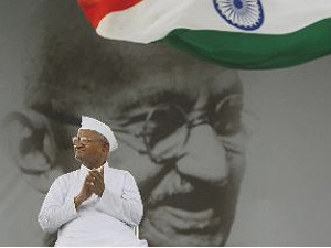 anna-hazare-ends-fast-jan-lok-pal-bill