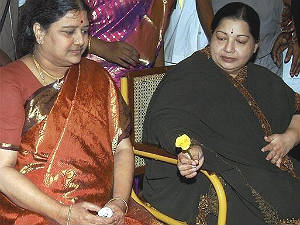 jayalalithaa-aide-sasikala-may-be-arrested