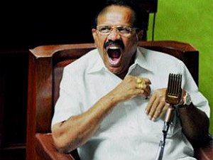 karnataka-cm-sadananda-gowda-misses-his-slippers