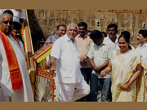 team-bsy-attends-shobha-father-last-rites
