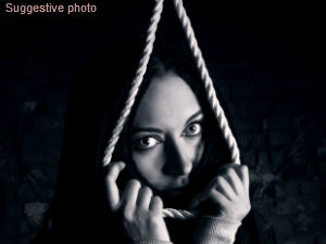 Woman murders two daughters and hangs self