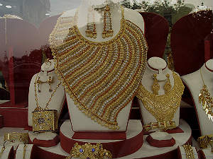 india-gold-breaches-rs-29000-mark-feb-23