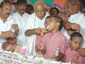 bsy-70-birthday-blind-students-given-cake