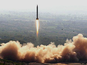 pak-army-100-nuclear-weapons-india-80-estimation