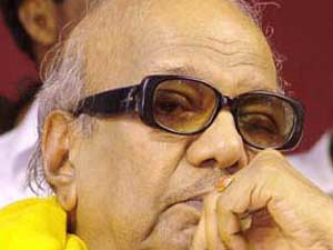 Karunanidhi pulls a fast one; threatens to pull out of UPA