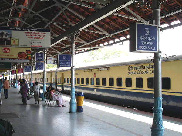 garments-factory-girl-molested-yeshwantpur-mysore-train