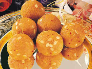 Biggest laddu offering in Bangalore by ISKCON