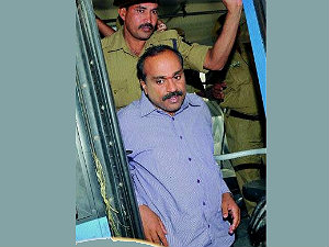wife-kids-meet-janardhana-reddy-in-bellary-prison