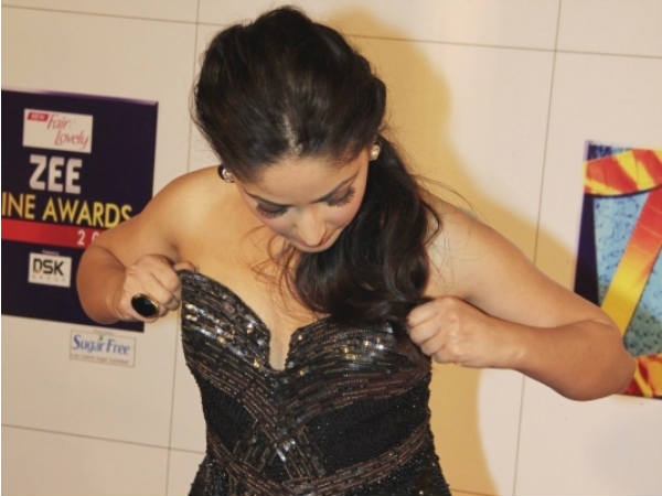 yami gautam wardrobe malfunction zee cine awards