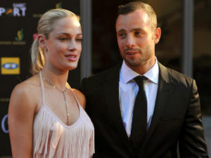 Was Reeva's skull crushed with bloodied cricket bat 'found' at Blade Runner's House?