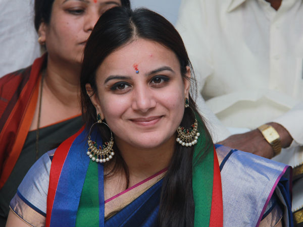 Actress Pooja Gandhi Appears Before Raichur JMFC Court