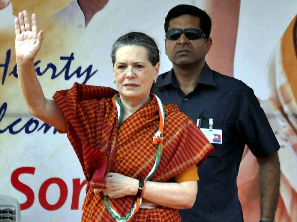 Sonia Gandhi addresses party workers in Bangalore, Gulbarga