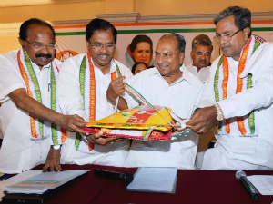 Karnataka Clp Meeting Ends Siddaramaiah Front Runner