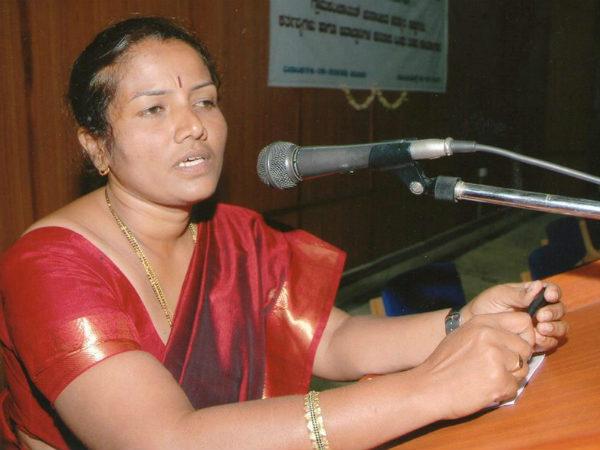Manjula Gave Notice Metro Officers