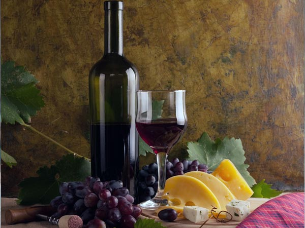 Scientists Says Red Wine Protects Against Age Related Diseas