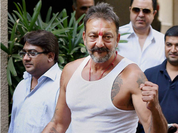 Sanjay Dutt S Bodyguards Badly Thrashed The Media Persons
