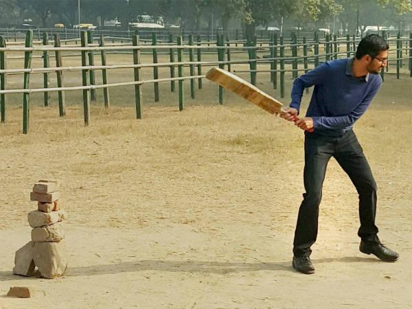 Google Ceo Sundar Pichai Plays Cricket At India Gate