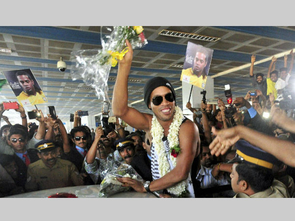 Close shave for Ronaldinho in Kerala as traffic light post falls