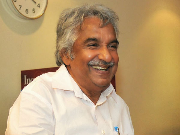 Kerala HC puts on hold FIR against Oommen Chandy