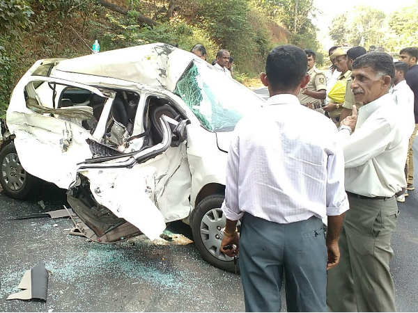 A person died, 4 people injured in Road accident in Madikeri