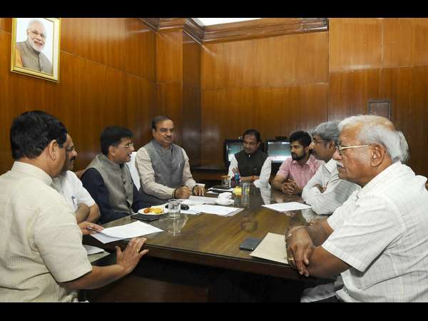 Karnataka BJP MPs delegation meets central power minister