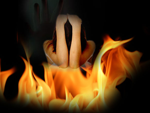Engineering student critical after lover sets her house on fire in Bengaluru
