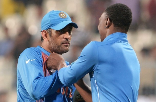 World T20 : Dwayne Bravo grabs MS Dhoni by the collar,