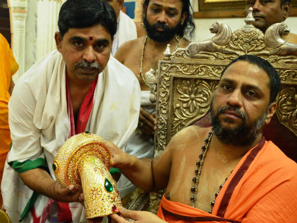 Golden kavach offered to Raghavendra math in Mantralaya