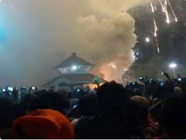 Fire tragedy in Kollam temple in Kerala as crackers burst accidentally