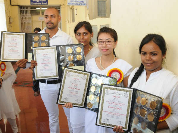 Mysuru University : Auto drivers daughter bags 12 gold medals