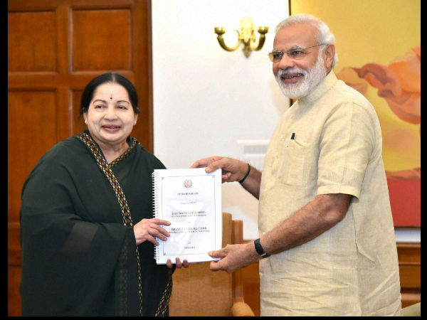 Jayalalithaa submits 94-page memorandum to Modi