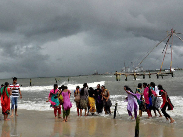 Monsoon expected to reach Kerala on  June , hit Karnataka by June 8 or 9 says IMD