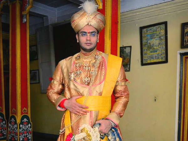 The stage is ready for Yaduveer, Rishika royal marriage