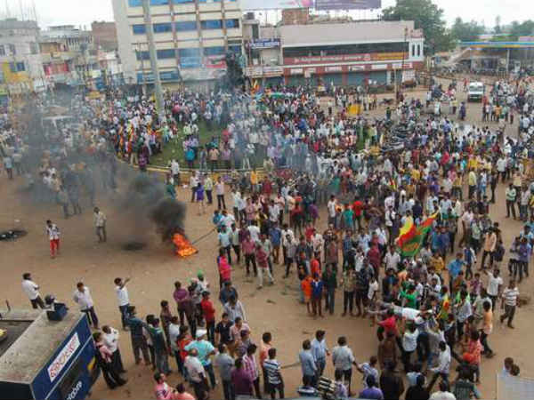 Mahadayi row : Protesters set 2 government offices on fire in Navalgund