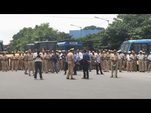 Police stops protest march of ABVP at Bengaluru