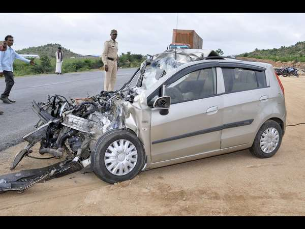 Car and lorry collided, four people dead