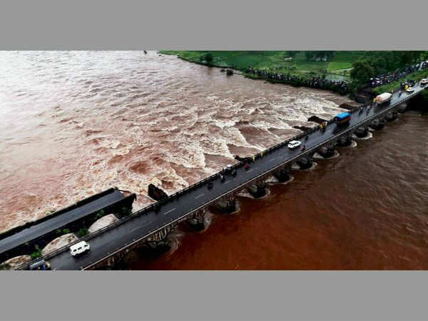 Mumbai-Goa bridge collapse: Navy locates both missing buses