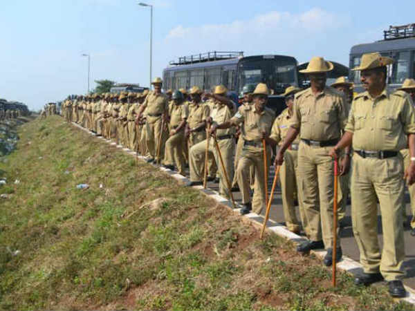 Yamanuru lathi charge : 6 police constables suspended