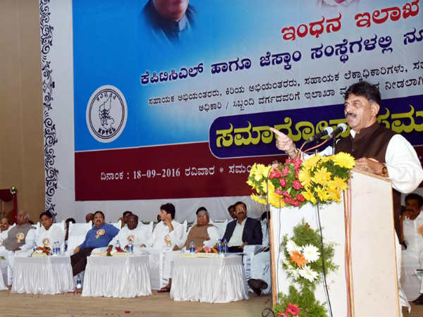 Pavagada solar project to be finished in one year says DK Shivakumar